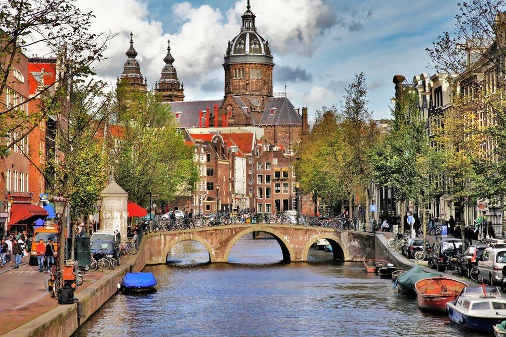 Amsterdam Hakkında