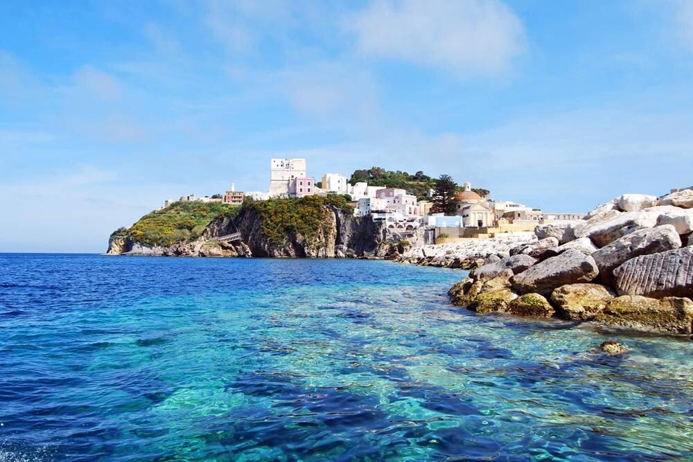 Ponza Adası Hakkında