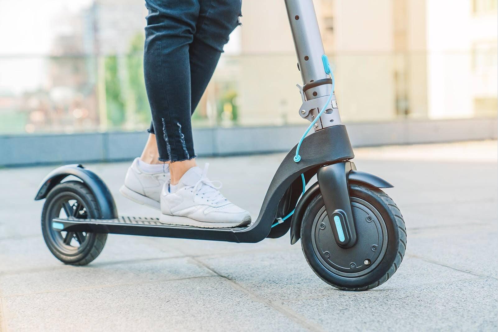 Araç kiralamalarda elektrikli scooter 20 TL
